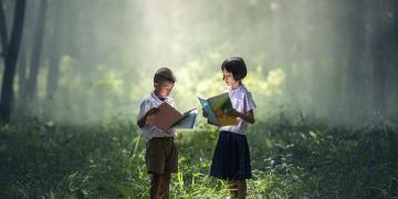 Children reading. Image via pixabay
